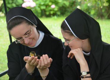 Монахиня –  це…